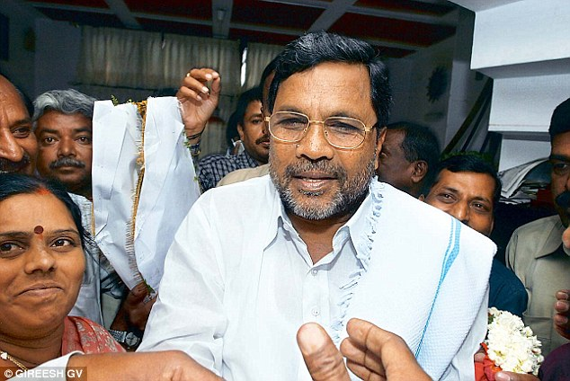 3-Twitter in splits after Karnataka CM Siddaramaiah dozes off on stage yet again