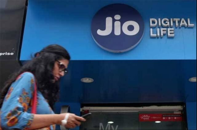 1-jio limiting voice calls 300 minutes some users