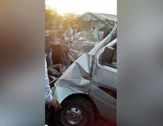 8-Nine killed in road accident in loriya-bhuj
