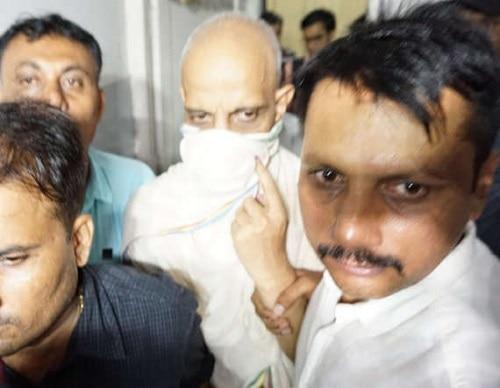 4-Jain muni Shantisagar Maharaj admitted that he had tied up with the girl