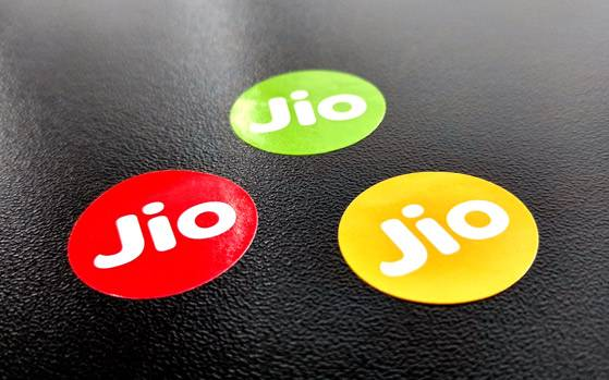 0-reliance jio begins broadbad service offers 100 mbps free for 3 months