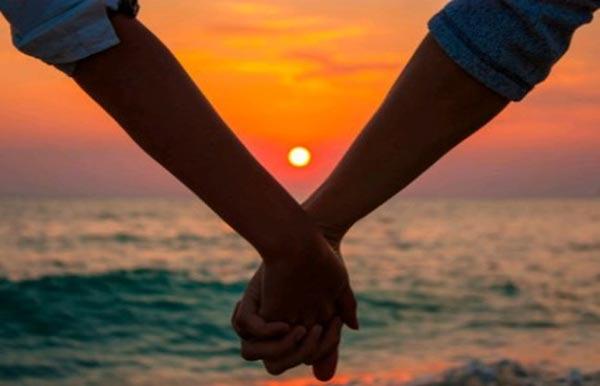 love-couple-suicide-5611652641459_exlst-1463319251