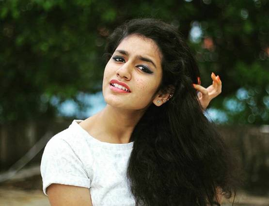 12-looked actress priya prakash warrier without makeup