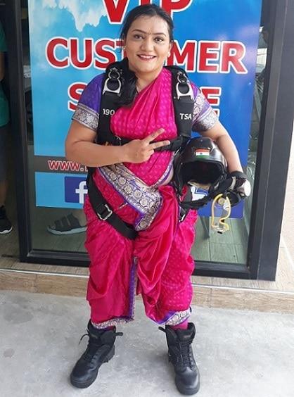 3-woman adventurist shital rane mahajan sets new record by doing skydiving in nauvari saree