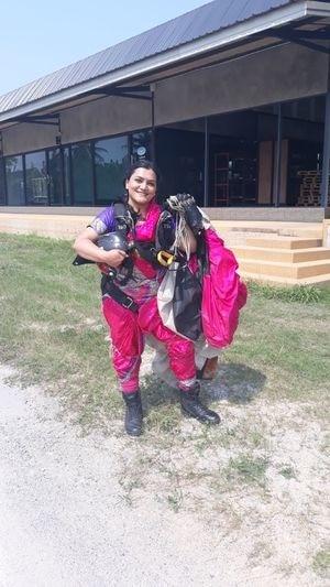 4-woman adventurist shital rane mahajan sets new record by doing skydiving in nauvari saree