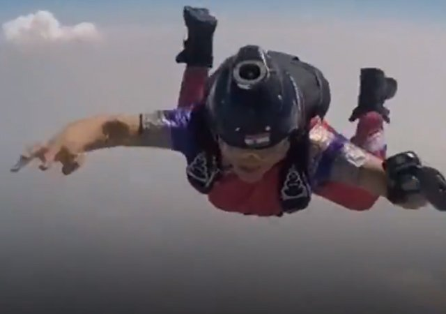 5-woman adventurist shital rane mahajan sets new record by doing skydiving in nauvari saree
