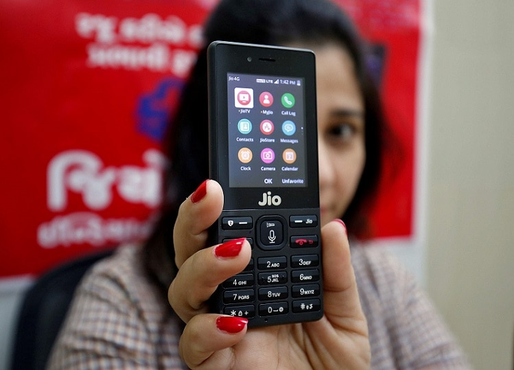 1-jio phone will get facebook app from february 14