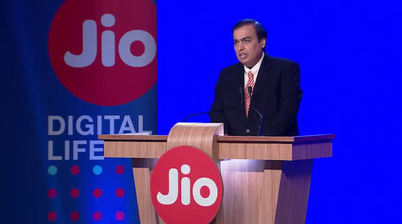 4-jio phone will get facebook app from february 14