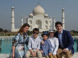 બાળકો અને પત્ની સાથે કેનેડાના PM તાજમહેલ જોવા પહોંચ્યા, જુઓ તસવીરો