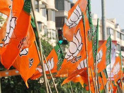 2-BJP woman corporator's husband was caught taking bribe of 5 lakh