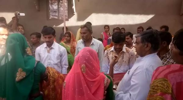 3-gujarat truck fells in drain in bhavnagar 25 dead