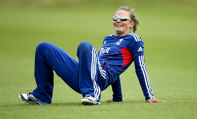 2-this-is-what-virat-kohli-did-when-england-womens-team-cricketer-danielle-wyatt-placed-her-marriage-proposal