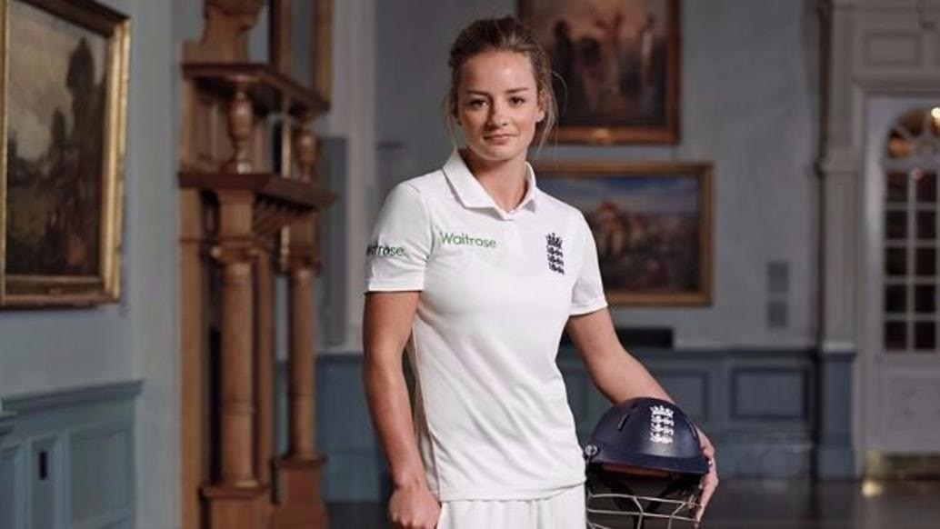3-this-is-what-virat-kohli-did-when-england-womens-team-cricketer-danielle-wyatt-placed-her-marriage-proposal