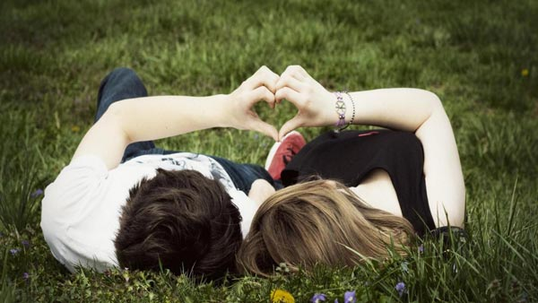 Romantic_Couple_Love_Romance_in_Garden_HD_Wallpapers