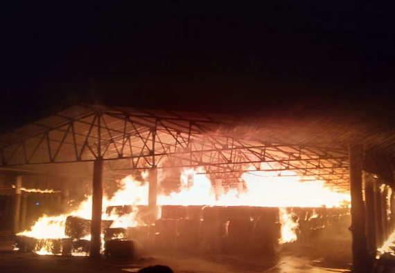 રાજકોટઃ જૂના માર્કેટ યાર્ડમાં મગફળી ભરવાના ખાલી બારદાનમાં લાગી આગ, કોથળા બળીને ખાક