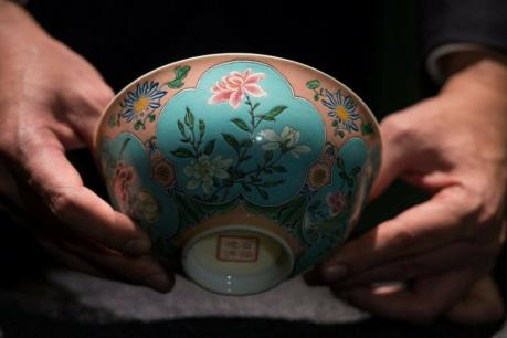 2-china-a-bowl-of-qing-dynasty-sold-in-200-crore-rupees