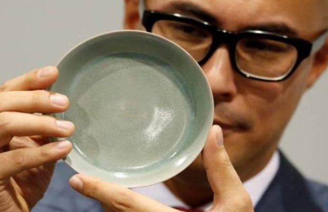 3-china-a-bowl-of-qing-dynasty-sold-in-200-crore-rupees