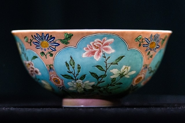 4-china-a-bowl-of-qing-dynasty-sold-in-200-crore-rupees