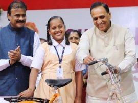 ગુજરાત સરકારે વિદ્યાર્થીનીઓને આપી મોટી ભેટ, જાણો શું કરી જાહેરાત?
