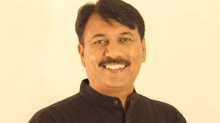 1-gujarat-congress-presidents-amit-chavda-brother-caught-with-liquor