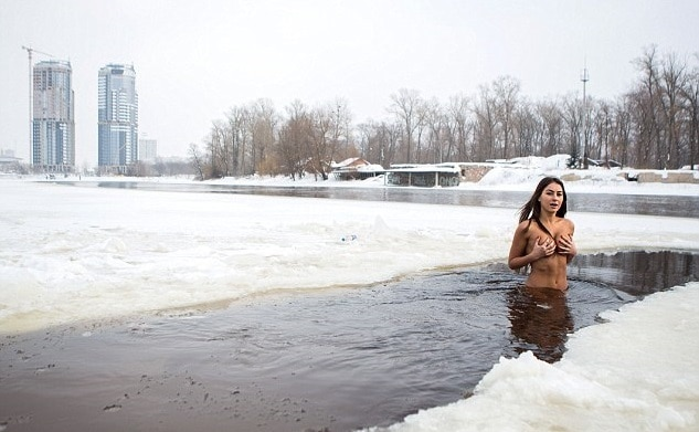 5-Woman-says-jogging-naked-in-snow-every-weekend-is-the-secret-to-looking-young