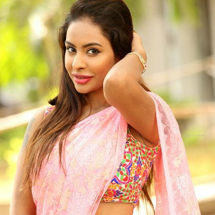 2-Sri-Reddy-Exclusive-Top-producers-son-forced-me-to-have-sex-in-the-studio
