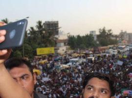 બળાત્કાર વિરોધી રેલીમાં હાર્દિકે લીધી સેલ્ફી, લોકોએ ઉડાવી મજાક