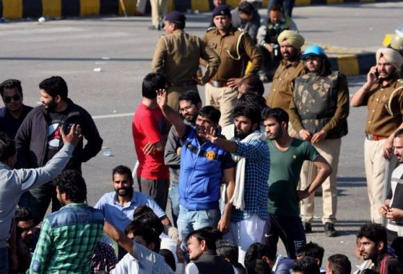 Jats block NH-1 again, Haryana toll mounts to 16