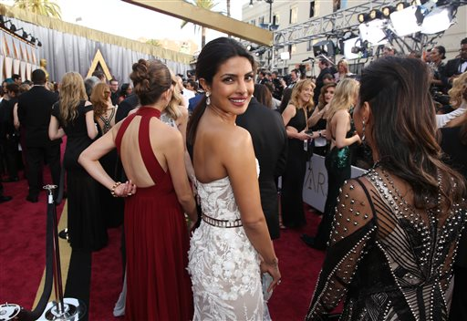 Priyanka's debut Oscar appearance gets thumbs up back home