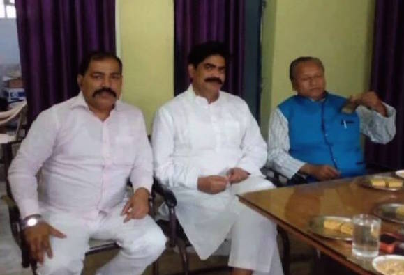 RJD Minister Abdul Ghafoor dines with life-term convict Shahabuddin in Siwan prison