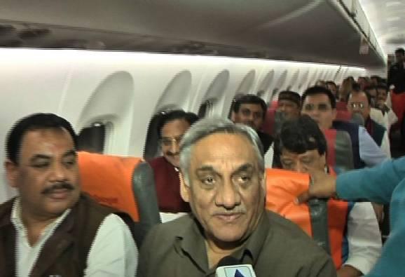 35 Uttarakhand MLAs fly to Delhi, urge governor to dismiss Harish Rawat-led Congress govt