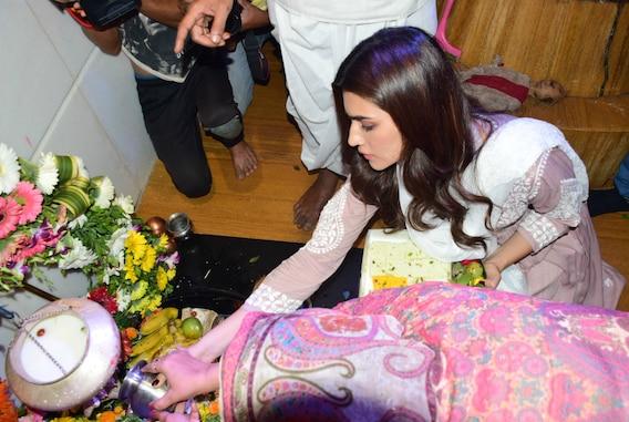 Maha Shivratri 2019: 'Luka Chuppi' actress Kriti Sanon seeks