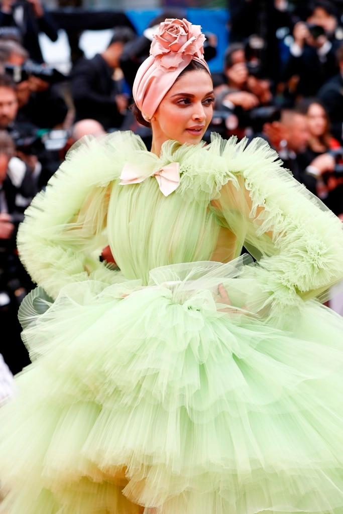 Cannes 2019! PHOTOS: Deepika Padukone is a GREEN GODDESS ...