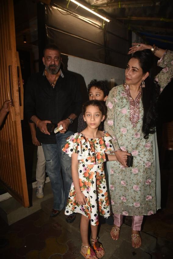 PHOTOS: Sanjay Dutt And Wife Maanayata Step Out For DINNER