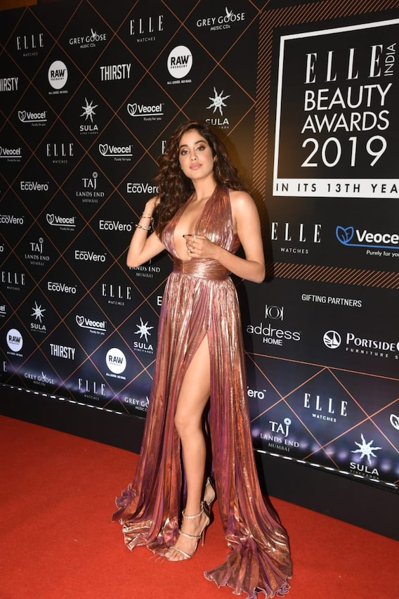 Elle Beauty Awards: Kareena Kapoor, Anushka Sharma And Janhvi Kapoor Sizzle In Thigh-High Slits