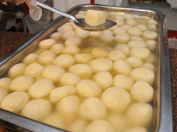 Believe It Or Not! Amid Lockdown, People In UP Dial Corona Helpline For Rasgulla, ''Paan'', Pizza & Football thumbnail