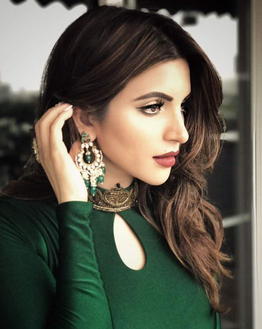 Combination of Simple and Bold Avatar Shama sikandar shares photos on Instagram