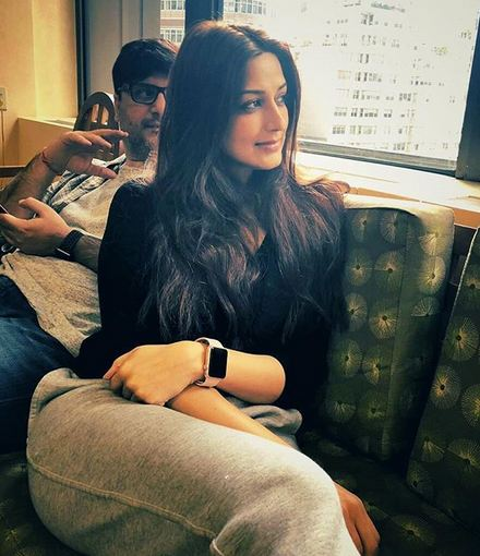 Sonali Bendre Gets A Haircut For Cancer Treatment Ways To