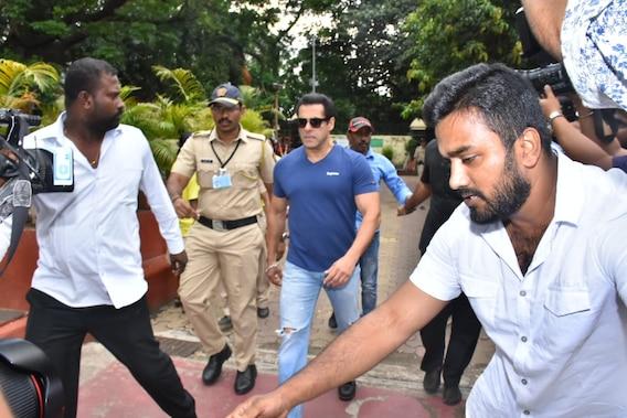 Maharashtra Election में सलमान खान ने भी डाला वोट, इस अंदाज़ में पहुंचे पोलिंग स्टेशन