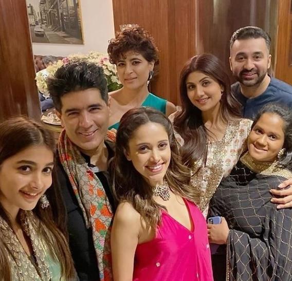 Inside Photos: बॉलीवुड में दिवाली का जश्न शुरू, मनीष मल्होत्रा के घर पार्टी में पहुंचे सितारे