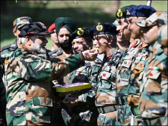 मोदी सेना के साथ दिवाली