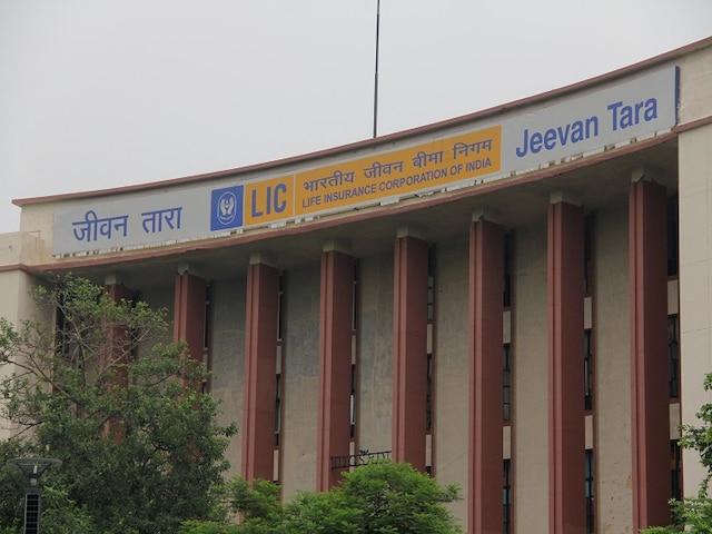 LIC का वो प्लान जो 200 रुपये के निवेश पर 20 साल बाद देगा 28 लाख रुपये